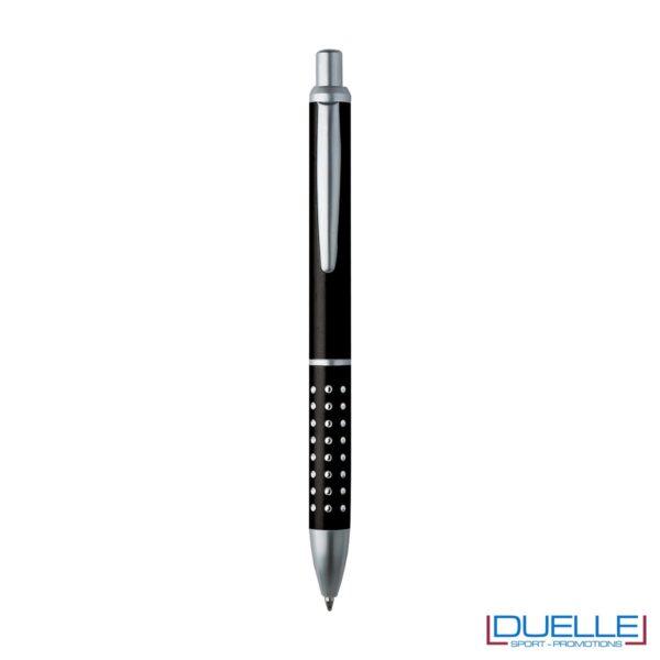 Penna a sfera con fusto in alluminio e puntale e clip in metallo, chiusura a scatto, colore nero