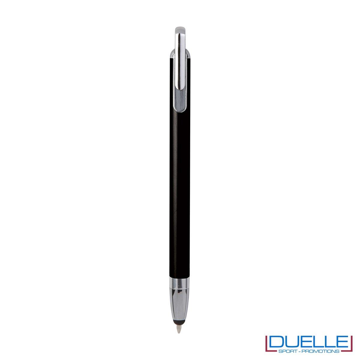 Penna touch screen con fusto interamente in metallo e puntale in plastica colore nero