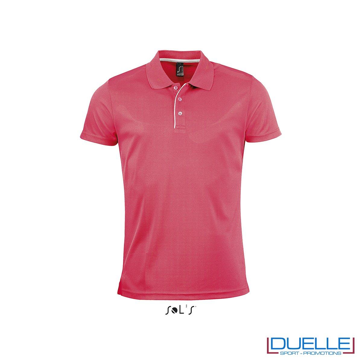 polo personalizzata sportiva in poliestere traspirante colore rosso, polo personalizzata, abbigliamento sportivo personalizzato colore CORALLO