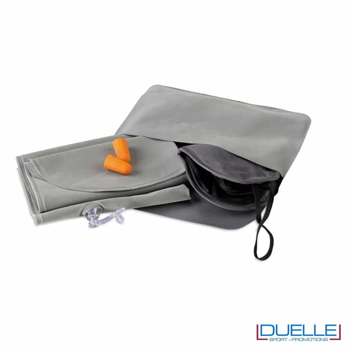 kit da viaggio in colore grigio con 3 set