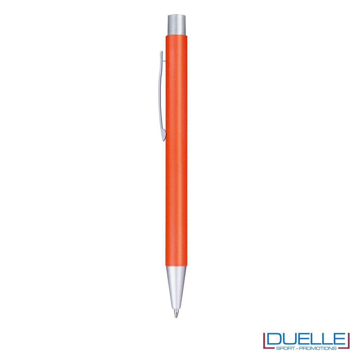 Penna in alluminio colore arancione personalizzata con incisione laser
