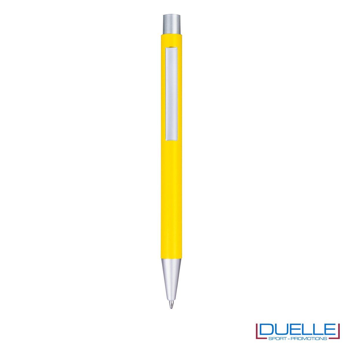 Penna in metallo personalizzata con incisione laser colore giallo