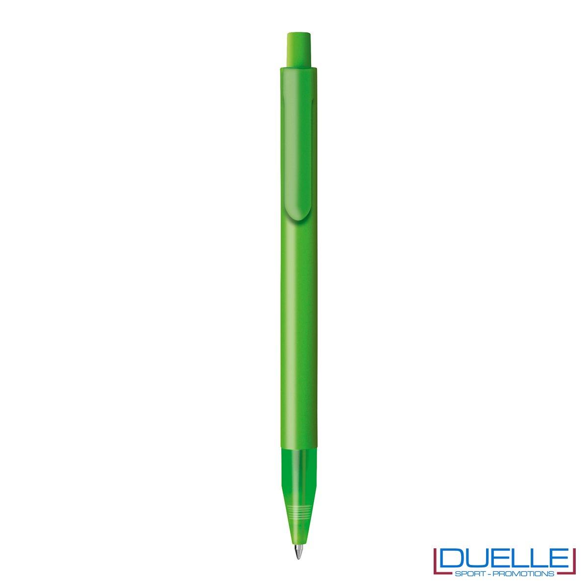 Penna personalizzata con fusto in plastica finitura satinata e puntale soft touch colore verde chiaro