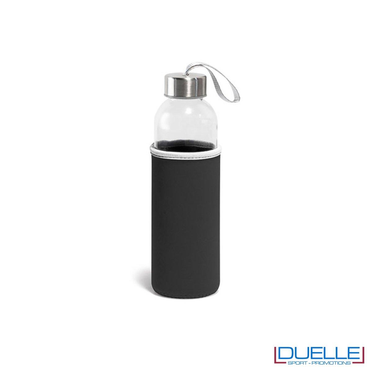 bottiglia in vetro personalizzata con custodia in colore nero