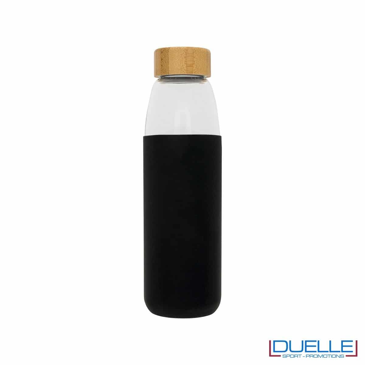 Borraccia in vetro con tappo in legno e cover in silicone colore nero personalizzata