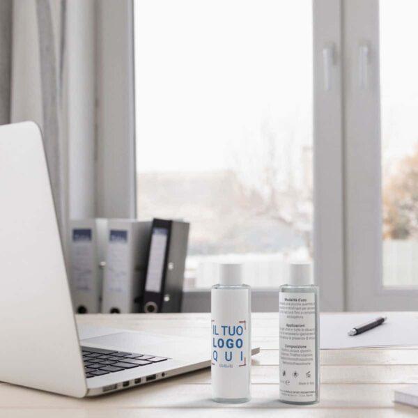 gel mani personalizzato su scrivania