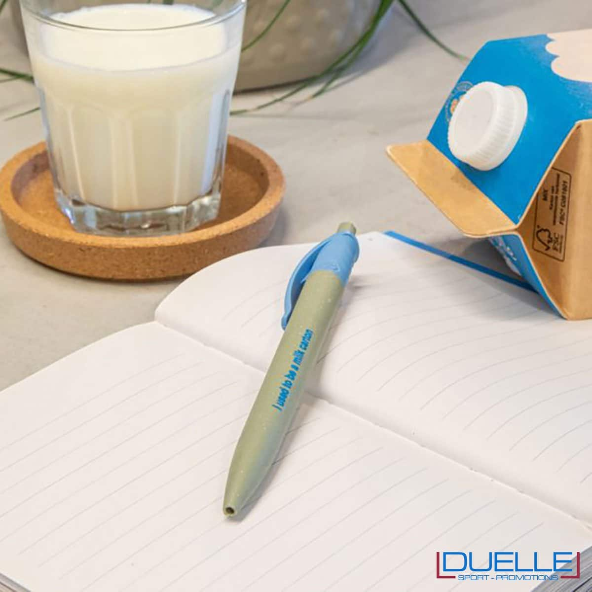 Penna in tetra pak su quaderno