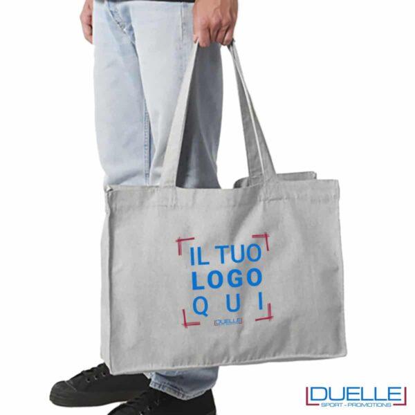 Shopper in cotone riciclato e R-pet personalizzata con il tuo logo