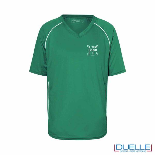 T-shirt calcio colore verde personalizzata con stampa a colori