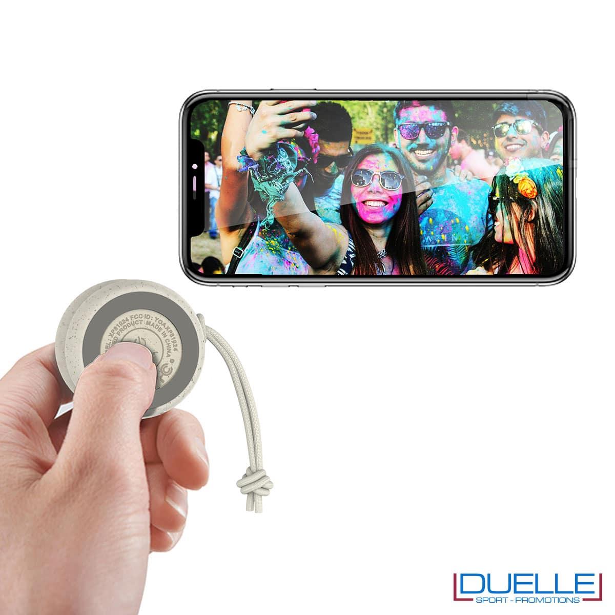 Speaker ecologico in plastica biodegradabile e fibra di grano a forma di yo-yo