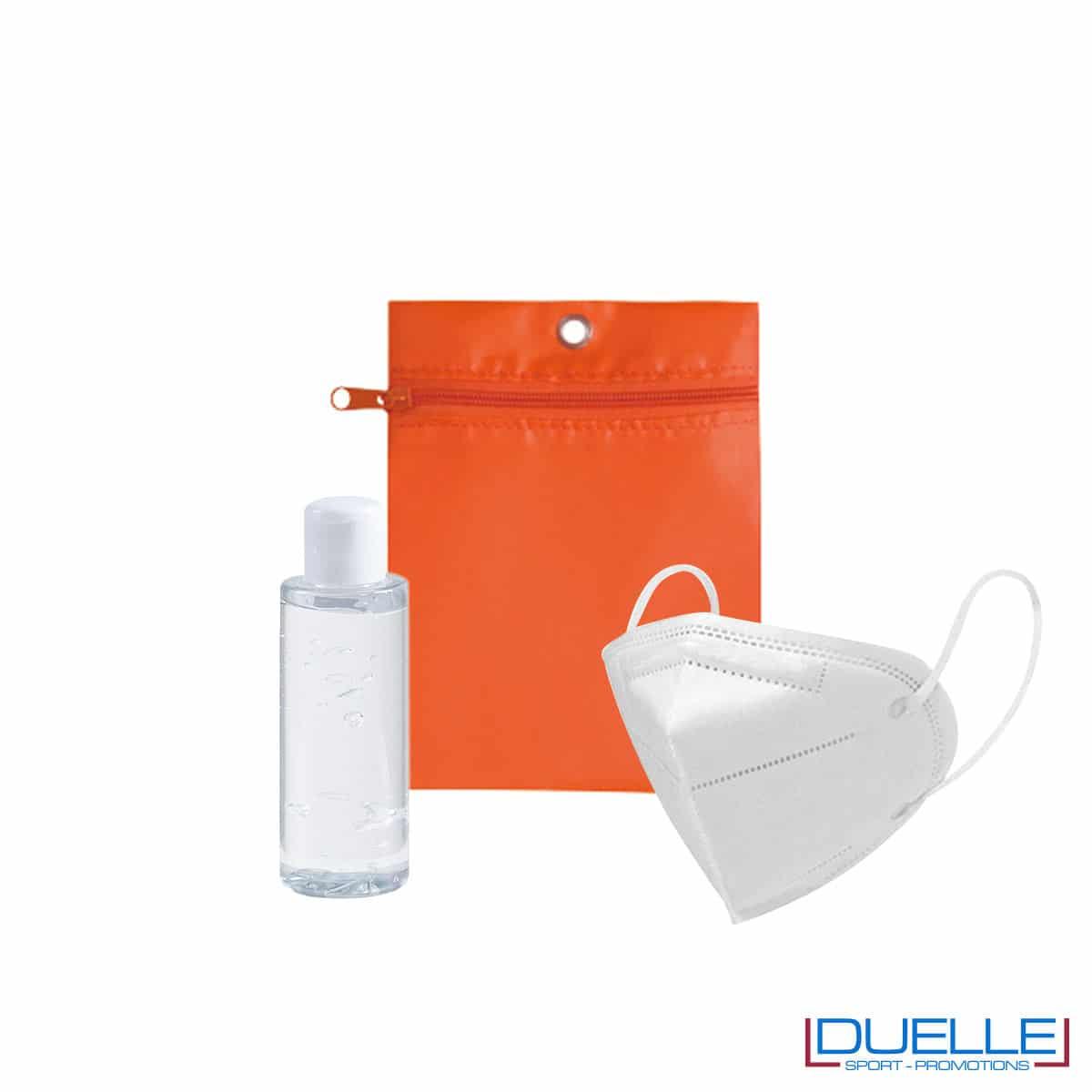 Set da viaggio igienizzante con bustina colore arancione personalizzata