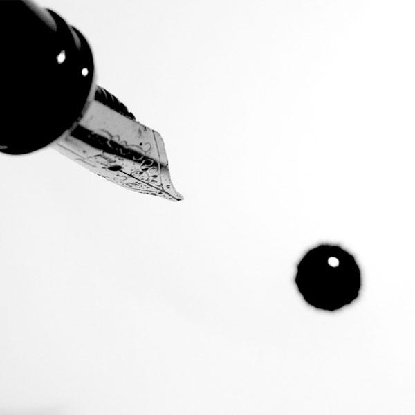 Penna stilografica con goccia d'inchiostro