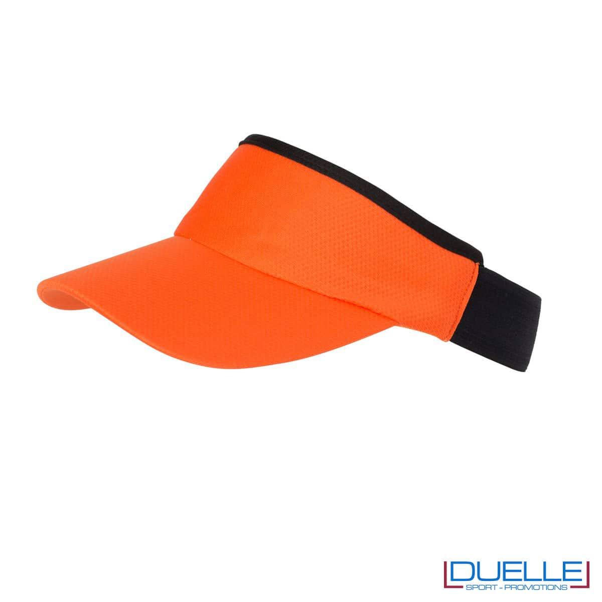 cappello con visiera arancio e nero
