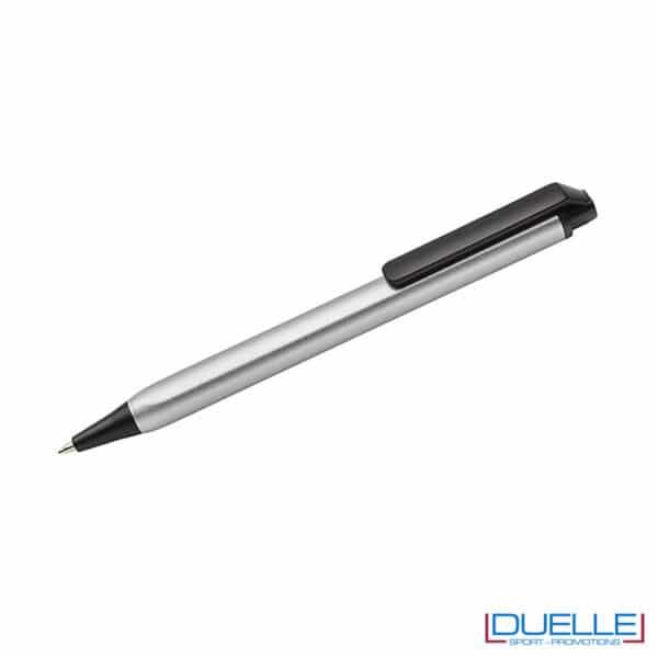 Penna soft touch con fusto triangolare con logo