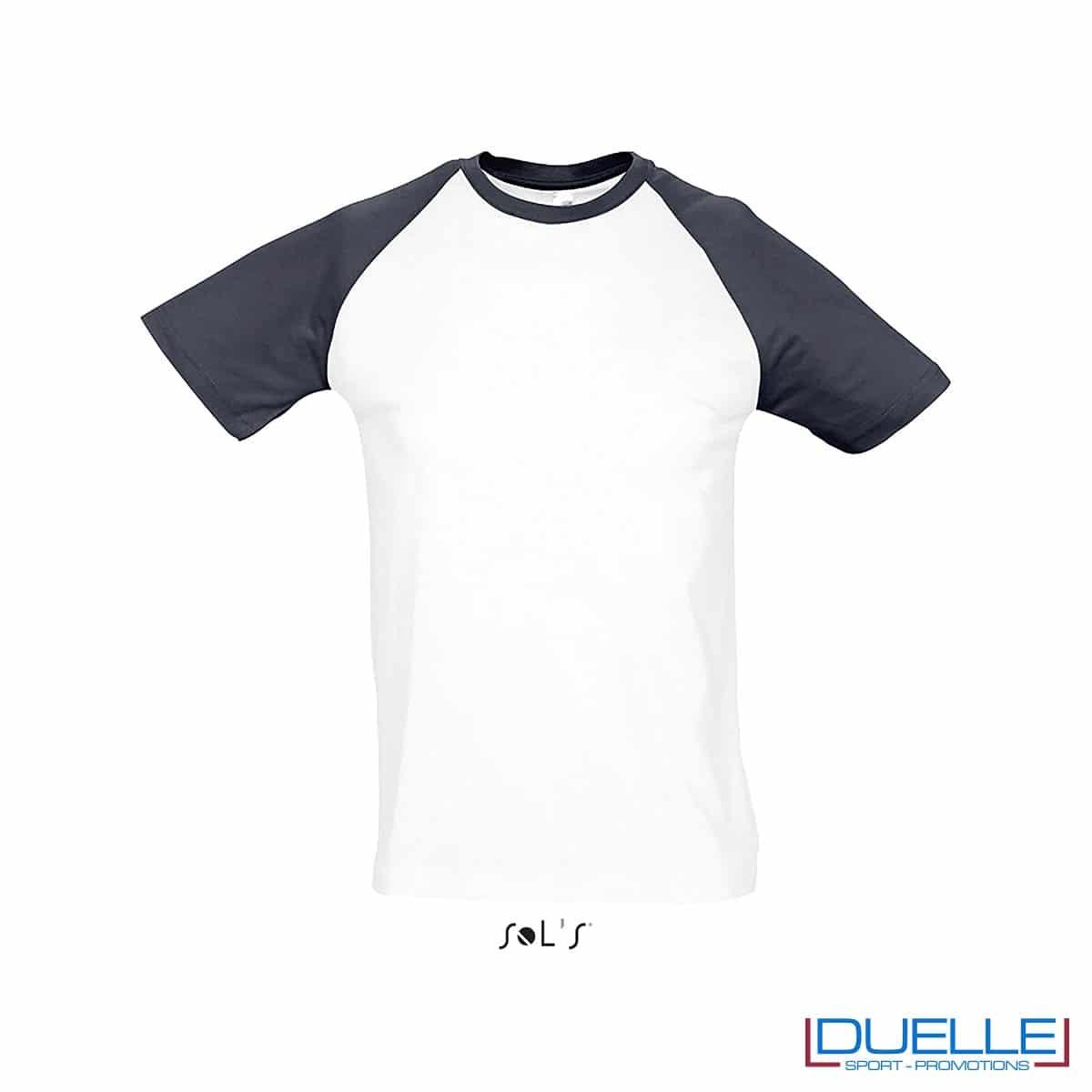 t-shirt personalizzata sportiva bicolore in colore nero e bianco, abbigliamento sportivo personalizzato