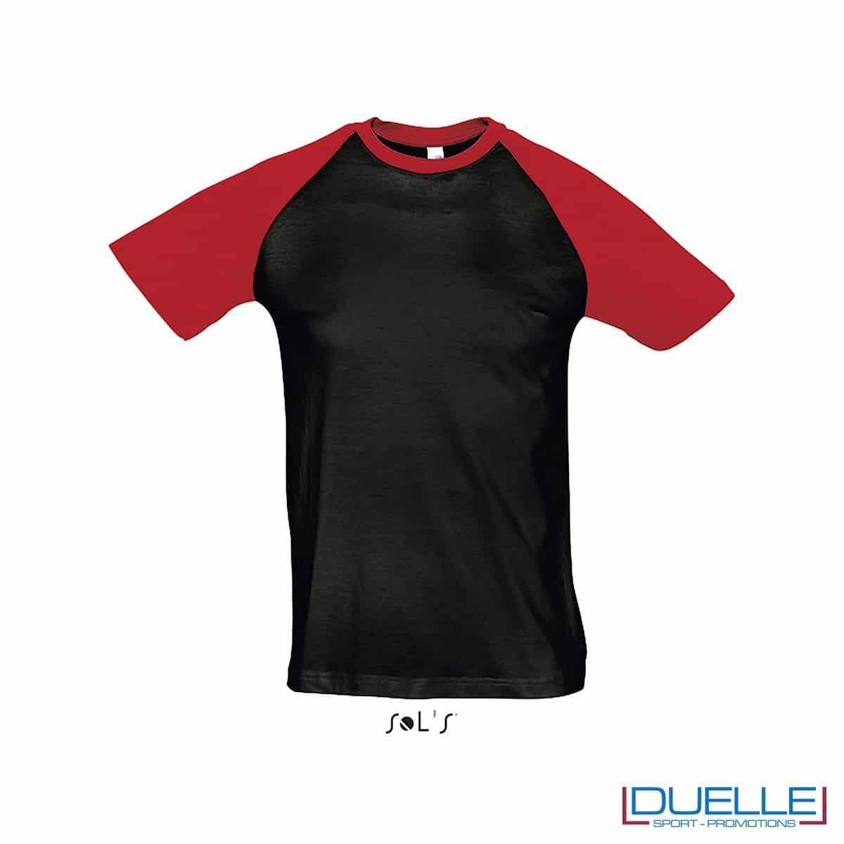 t-shirt personalizzata sportiva bicolore in colore rosso e nero, abbigliamento sportivo personalizzato