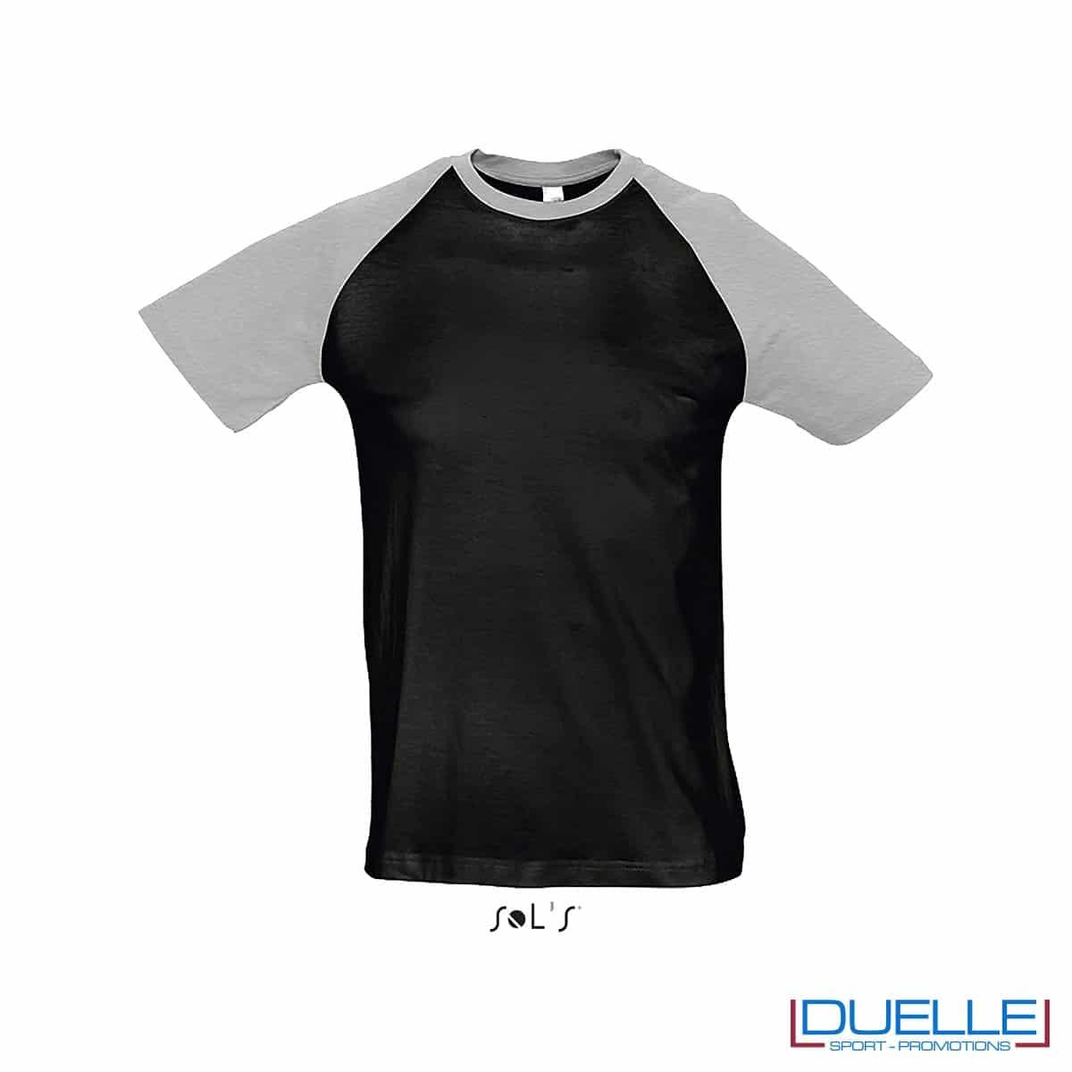 t-shirt personalizzata sportiva bicolore in colore grigio e nero, abbigliamento sportivo personalizzato