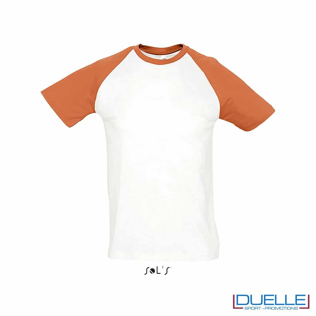 t-shirt personalizzata sportiva bicolore in colore arancione e bianco, abbigliamento sportivo personalizzato