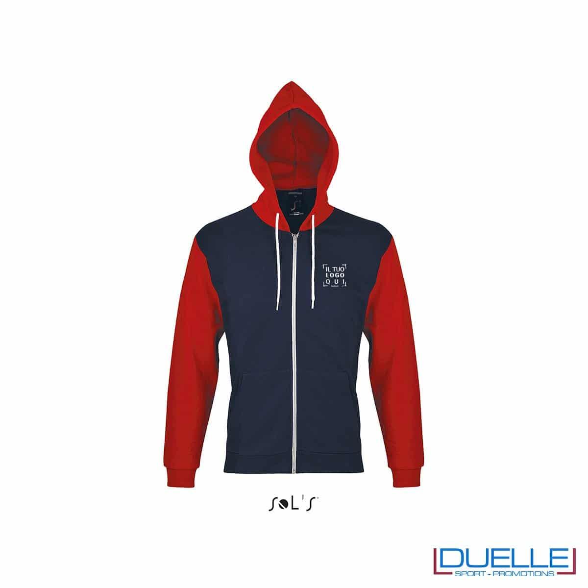 felpa personalizzata con cappuccio full zip e particolari a contrasto colore blu e rosso, felpa personalizzata, abbigliamento promozionale personalizzato