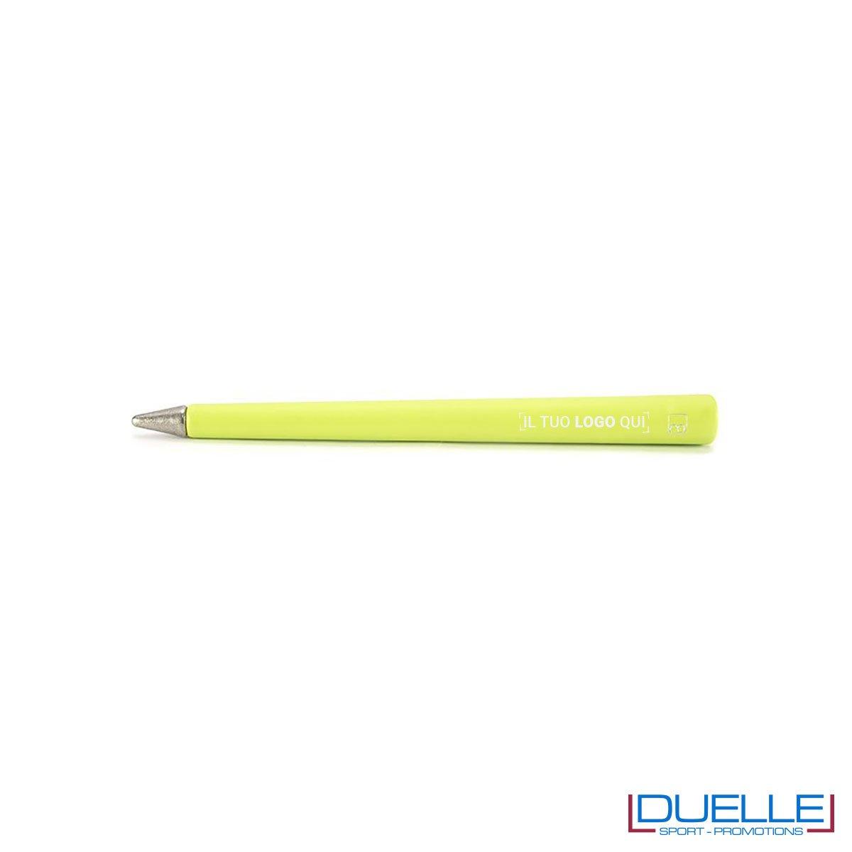 matita inifita personalizzata primina in colore verde, regali aziendali personalizzabili verdi