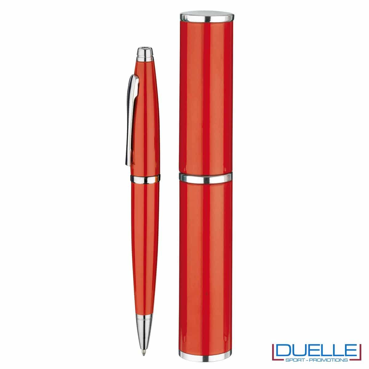 penna personalizzata in alluminio colore rosso confezionata in cilindro regalo