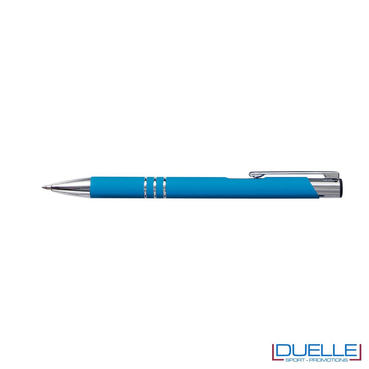 penna personalizzabile in metallo con finitura soft touch azzurra, penne personalizzate promozionali soft touch azzurre