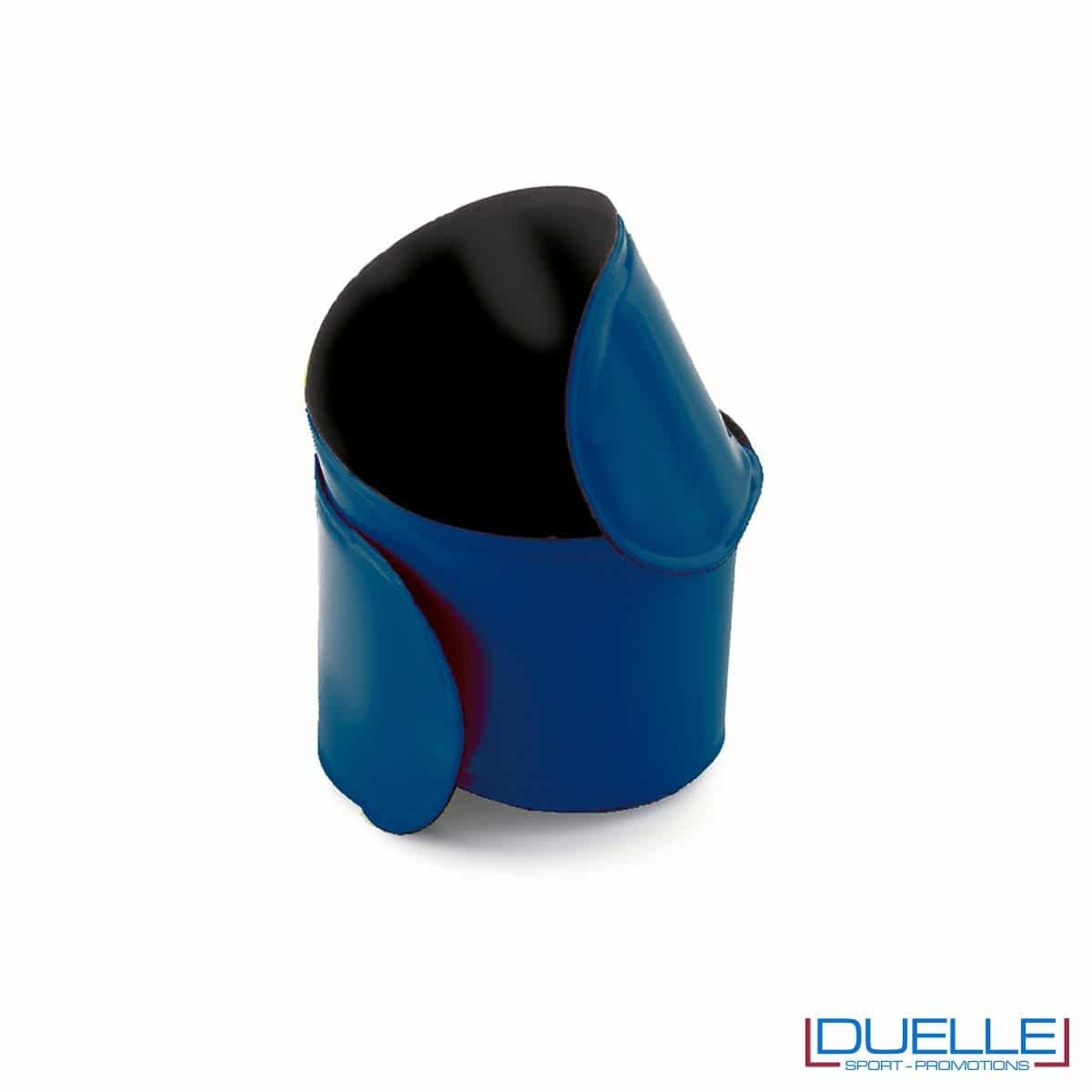 bracciale catarifrangente personalizzato autoavvolgente in colore blu, bracciale running personalizzato