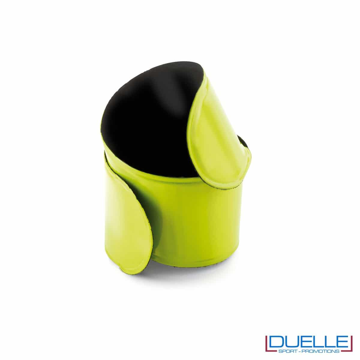bracciale catarifrangente personalizzato autoavvolgente in colore giallo, bracciale running personalizzato
