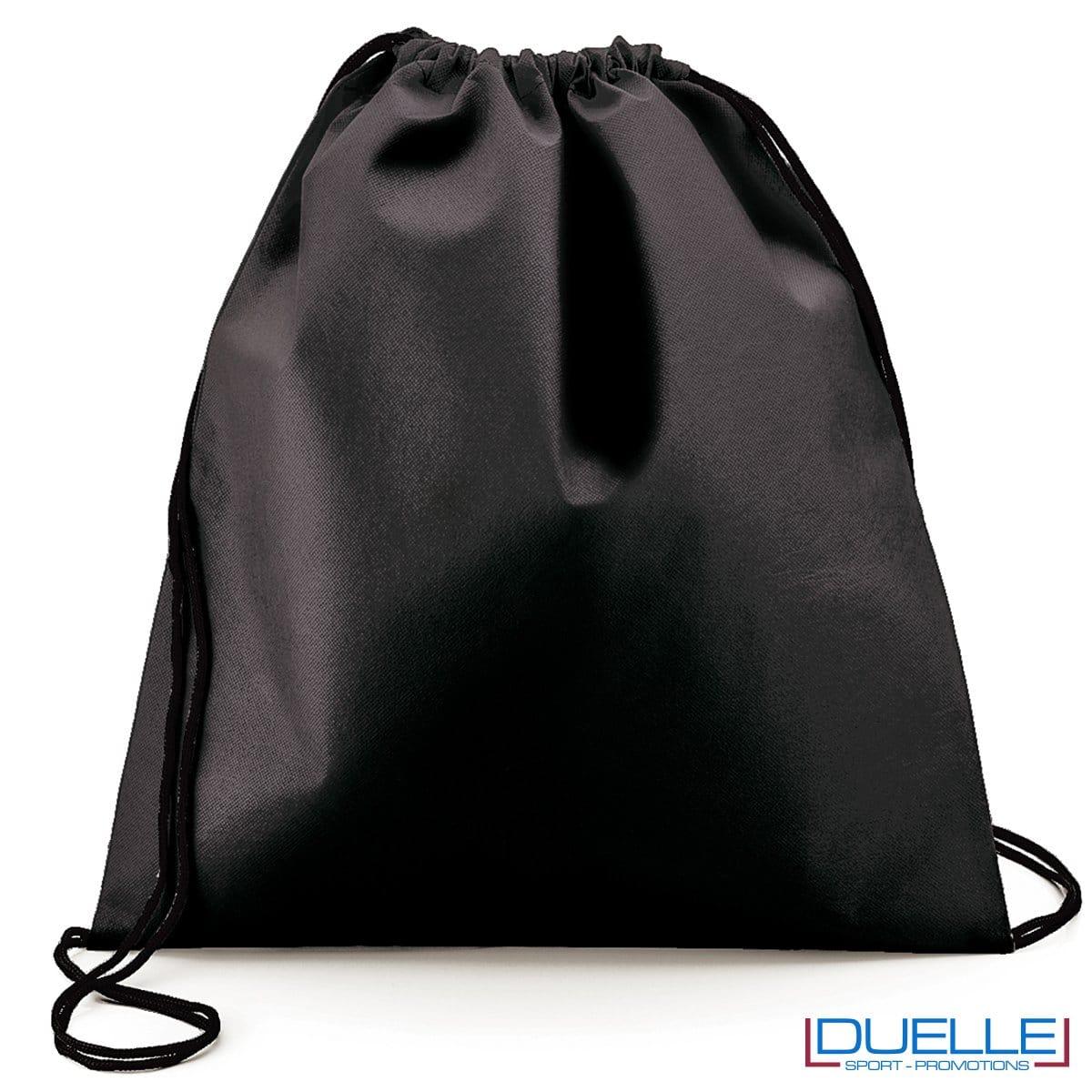 zainetto sportivo personalizzato in tnt di colore nero, gadget sportivi personalizzati