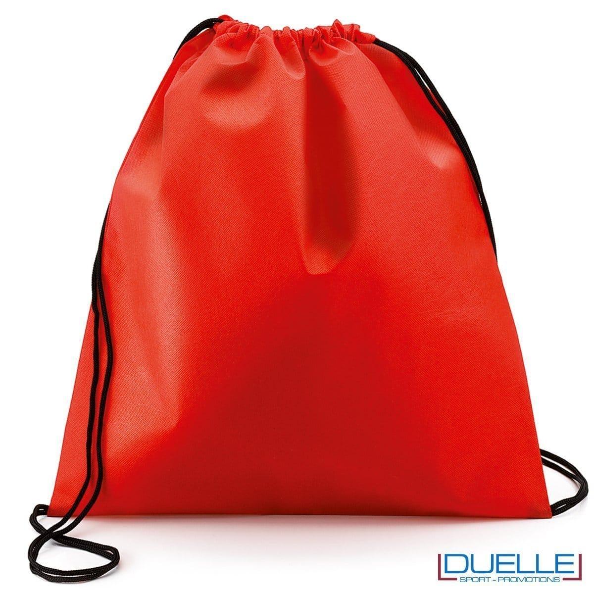 zainetto sportivo personalizzato in tnt di colore rosso, gadget sportivi personalizzati