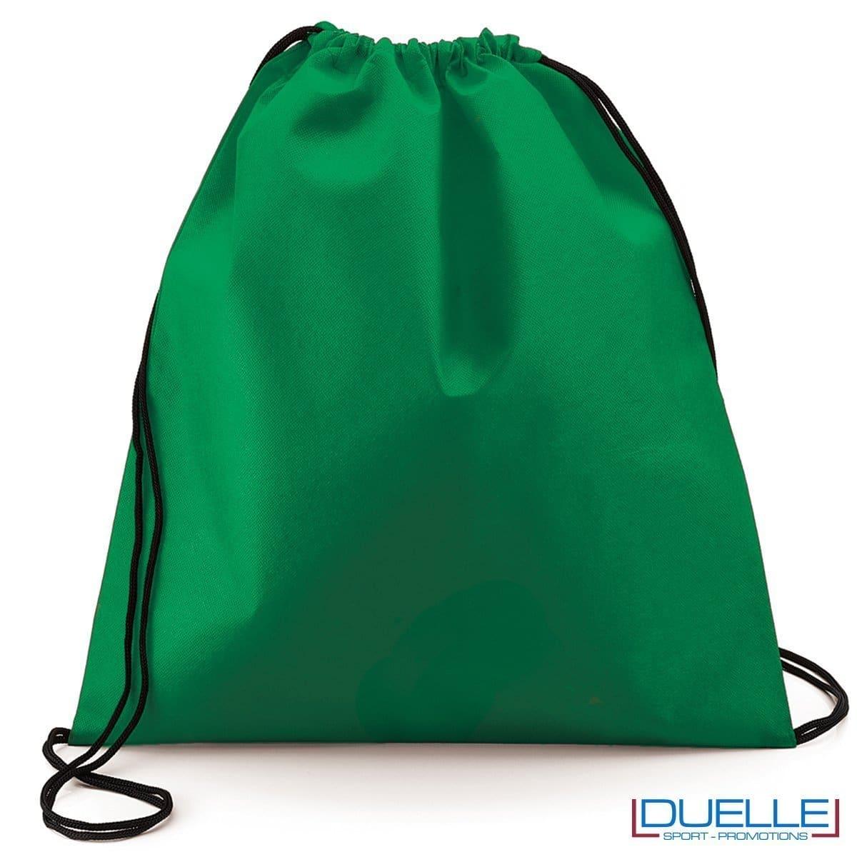 zainetto sportivo personalizzato in tnt di colore verde, gadget sportivi personalizzati