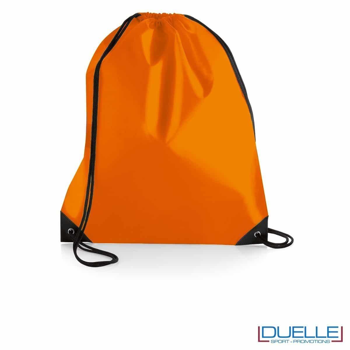 zainetto sportivo personalizzato in nylon colore arancione con rinforzi, gadget sportivi personalizzati