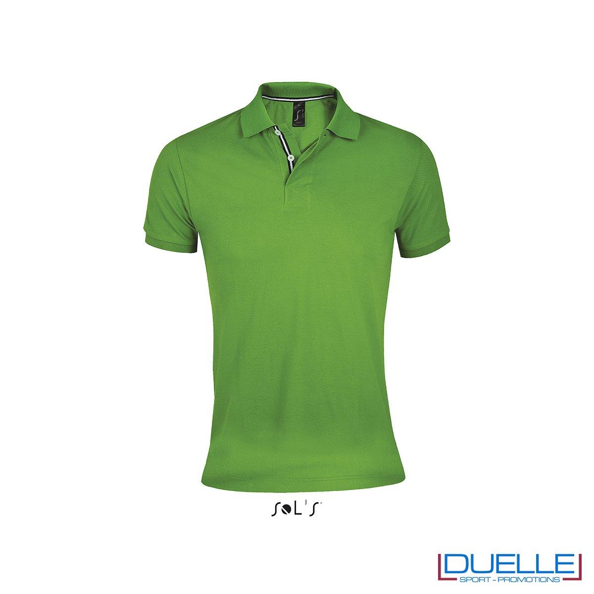 polo personalizzata verde con colletto a contrasto, polo personalizzate