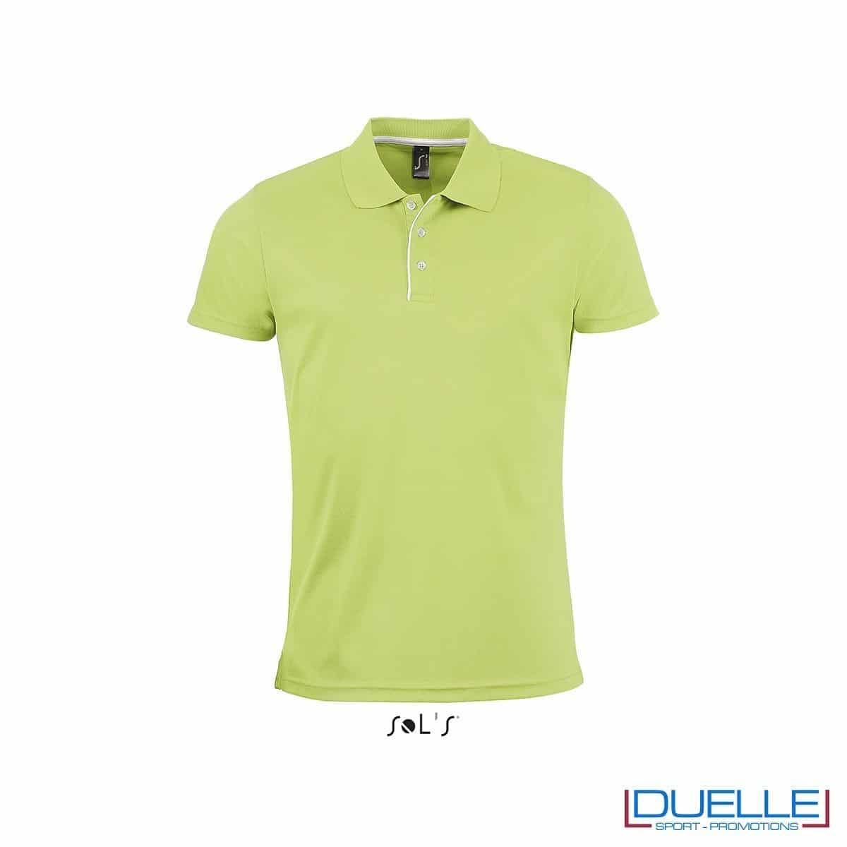 polo personalizzata sportiva in poliestere traspirante colore verde, polo personalizzata, abbigliamento sportivo personalizzato