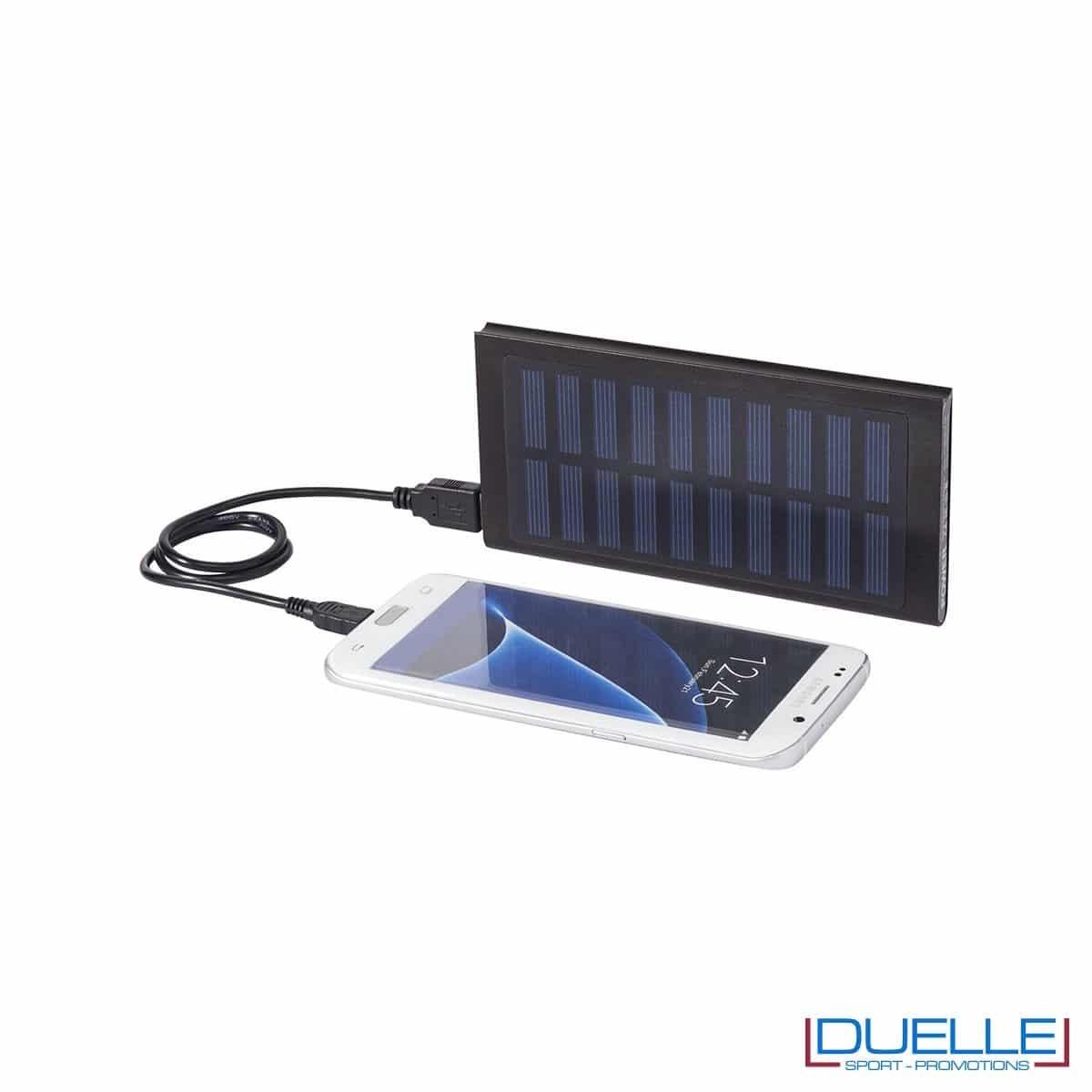 Power bank con pannelli solari personalizzato