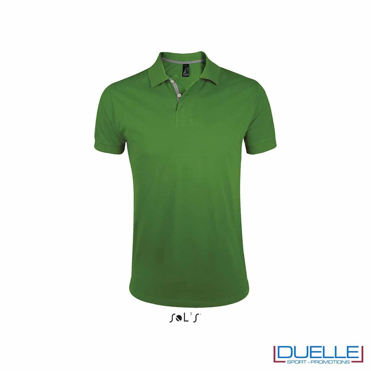 polo personalizzata verde con bordino a contrasto, polo personalizzata