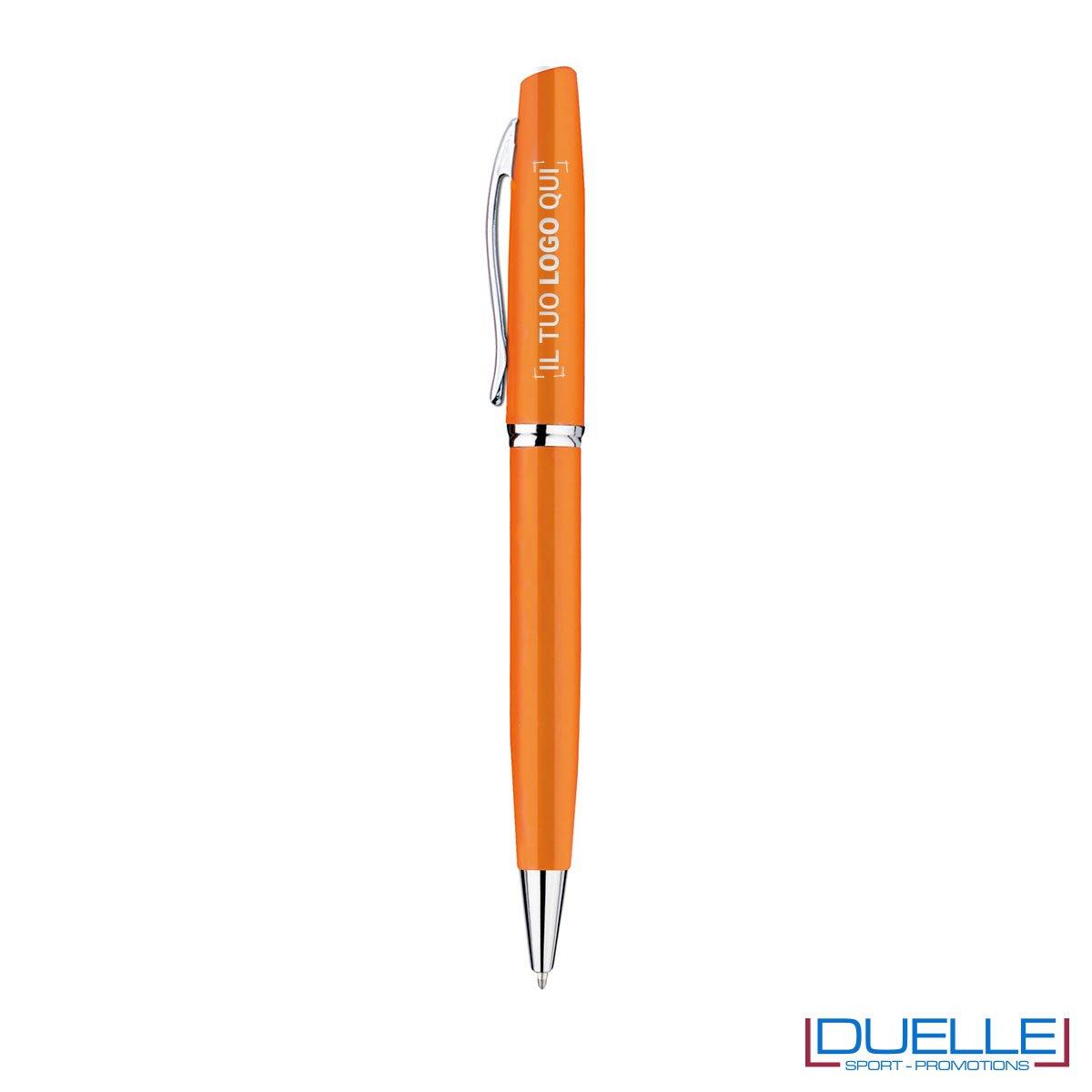 Penna a sfera in metallo personalizzata con incisione colore arancione