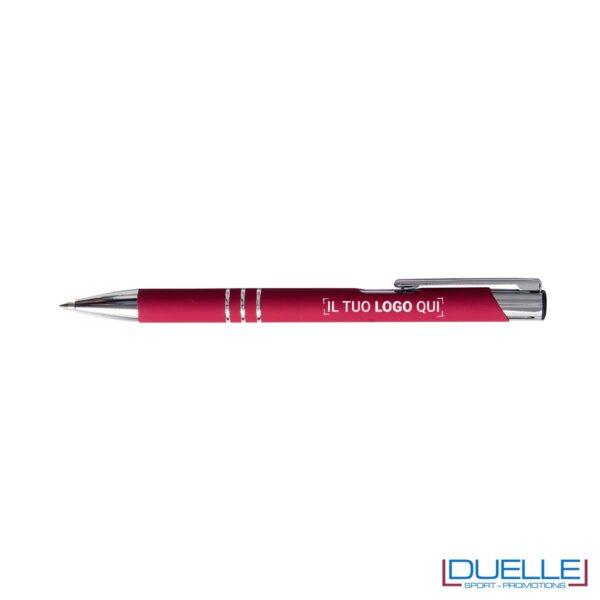 penna personalizzabile in metallo con finitura soft touch rossa, penne personalizzate promozionali soft touch rosse