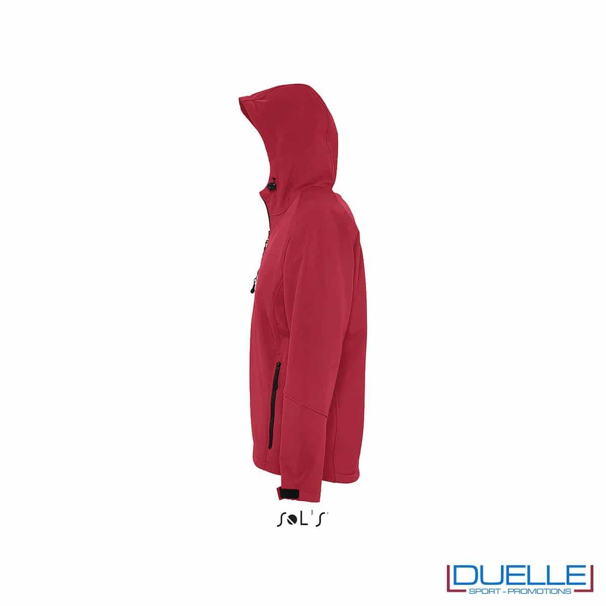 foto laterale di giacca softshell personalizzata in colore rosso, foto laterale di giubbotti softshell personalizzati