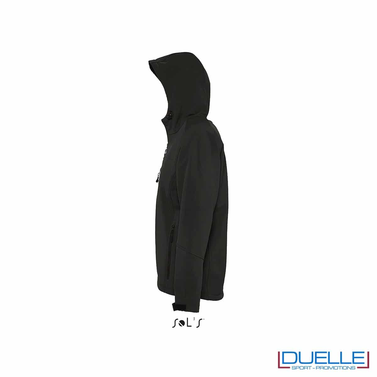foto laterale di giacca softshell personalizzata in colore nero, foto laterale di giubbotti softshell personalizzati