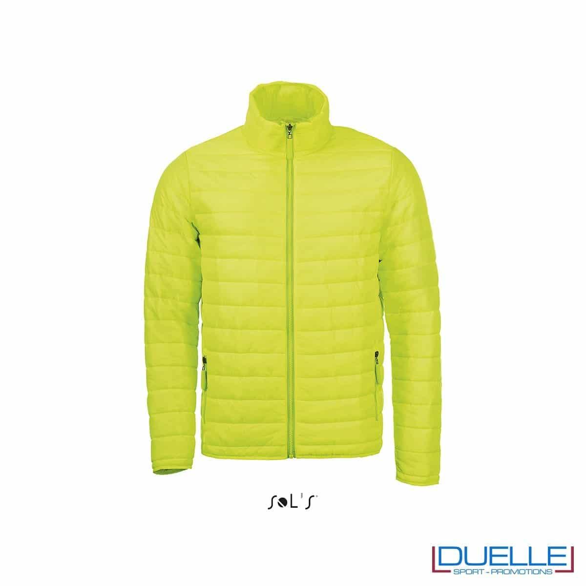 piumino personalizzato in colore verde acido, abbigliamento promozionale personalizzato