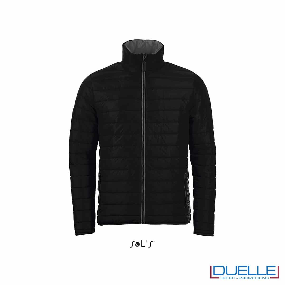 piumino personalizzato in colore nero, abbigliamento promozionale personalizzato