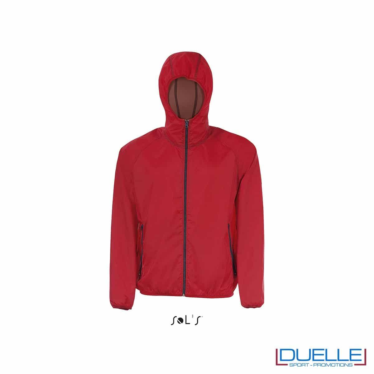 giacca antivento personalizzata in colore rosso, kappa way personalizzato rosso, k-way personalizzato rosso, abbigliamento promozionale personalizzato