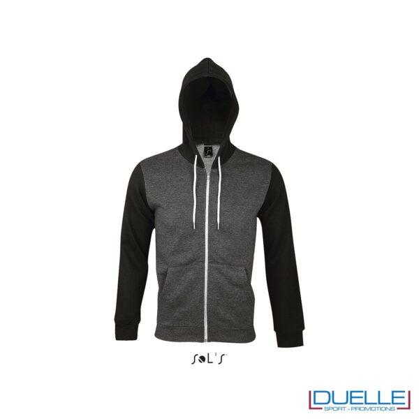 felpa personalizzata con cappuccio full zip e particolari a contrasto colore grigio e nero, felpa personalizzata, abbigliamento promozionale personalizzato