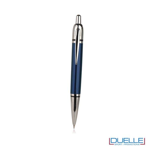 Penna a sfera in metallo con chiusura a scatto.