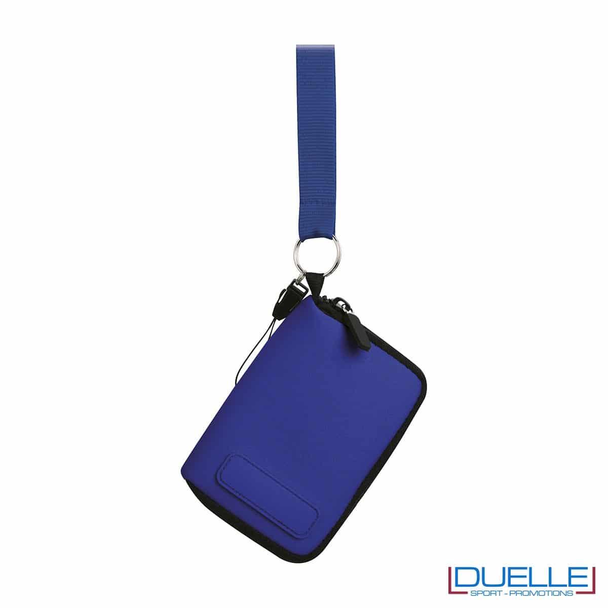 portacellulare da collo con cerniera e foro per cuffie in colore blu personalizzato, gadget estate, gadget personalizzati