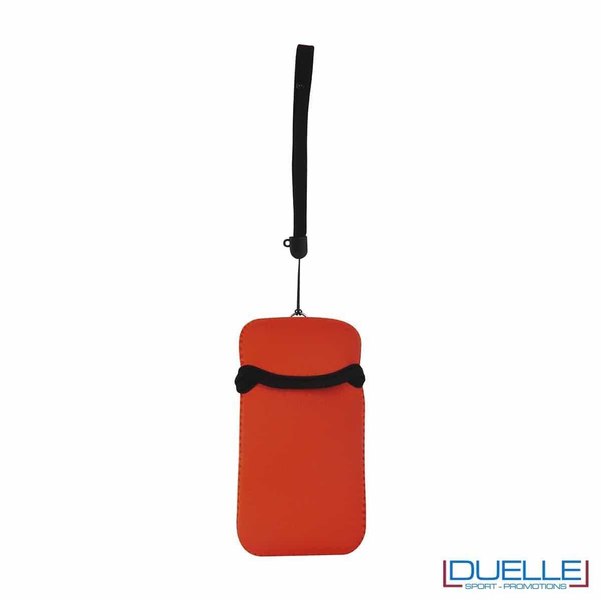 Portacellulare personalizzato in neoprene colore ARANCIO da appendere al collo. gadget estivi personalizzati, gadget personalizzati