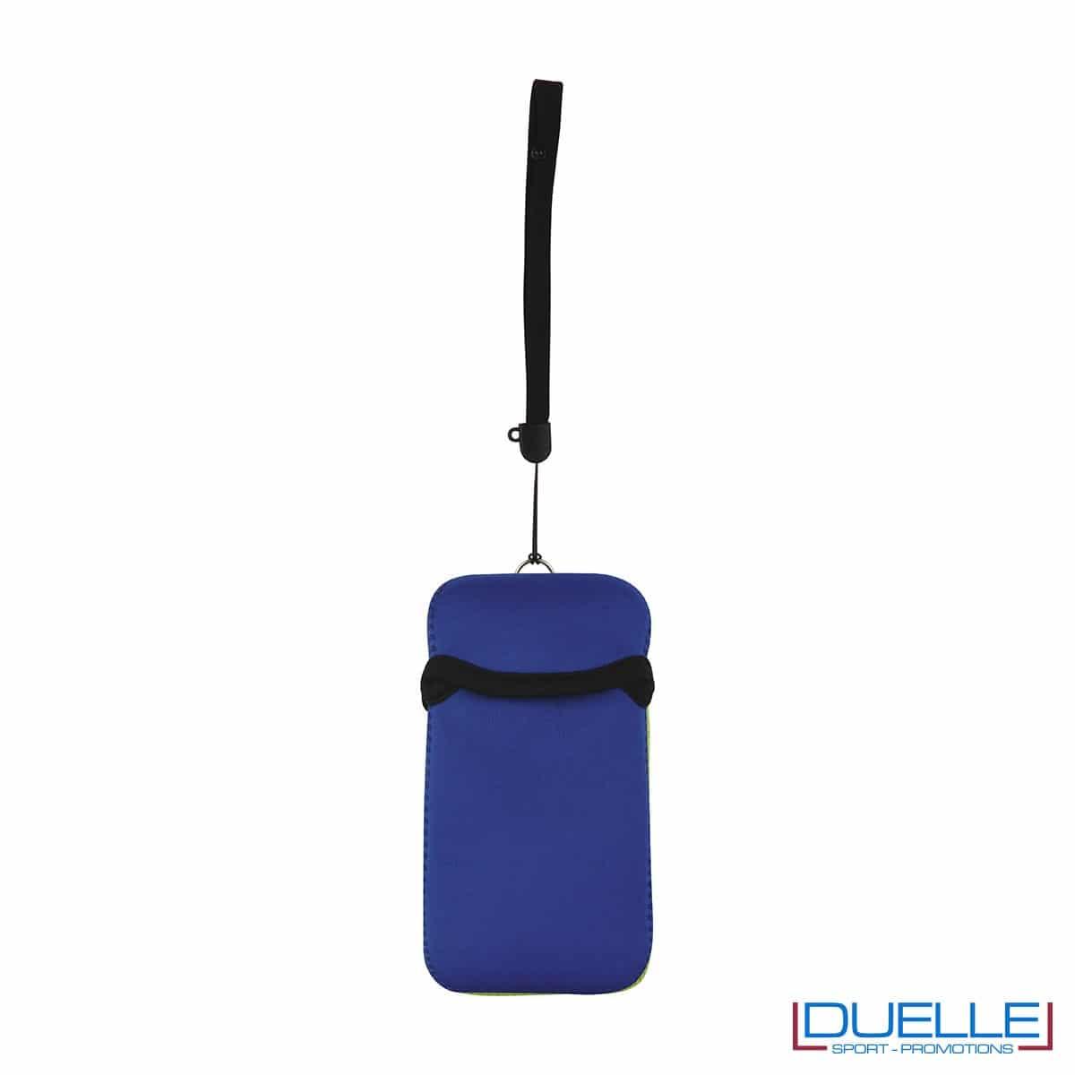 Portacellulare personalizzato in neoprene colore BLU da appendere al collo. gadget estivi personalizzati, gadget personalizzati