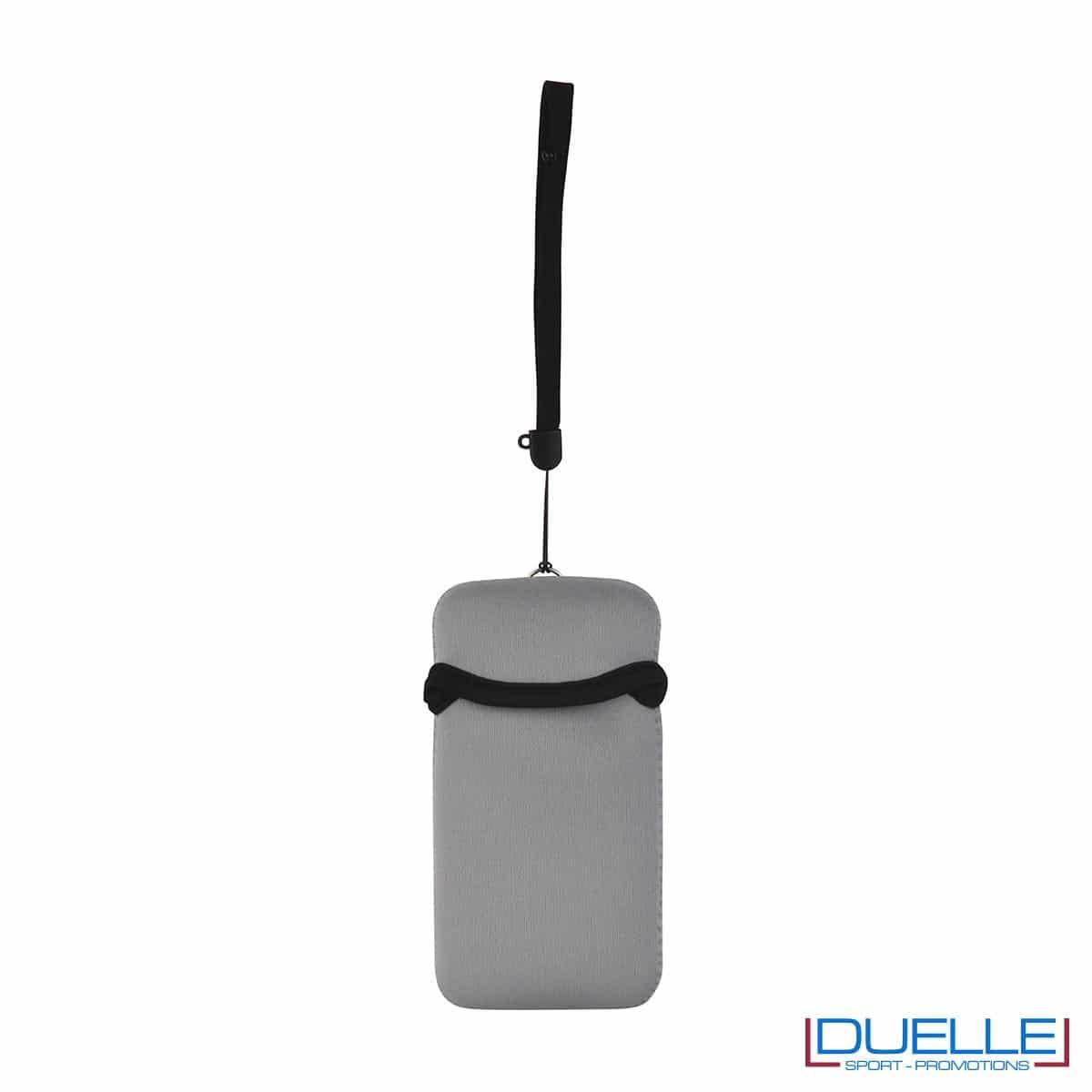 Portacellulare personalizzato in neoprene colore GRIGIO da appendere al collo. gadget estivi personalizzati, gadget personalizzati