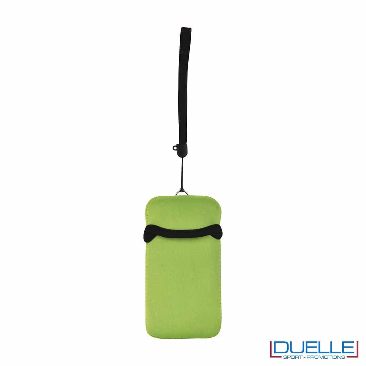 Portacellulare personalizzato in neoprene colore VERDE ACIDO da appendere al collo. gadget estivi personalizzati, gadget personalizzati